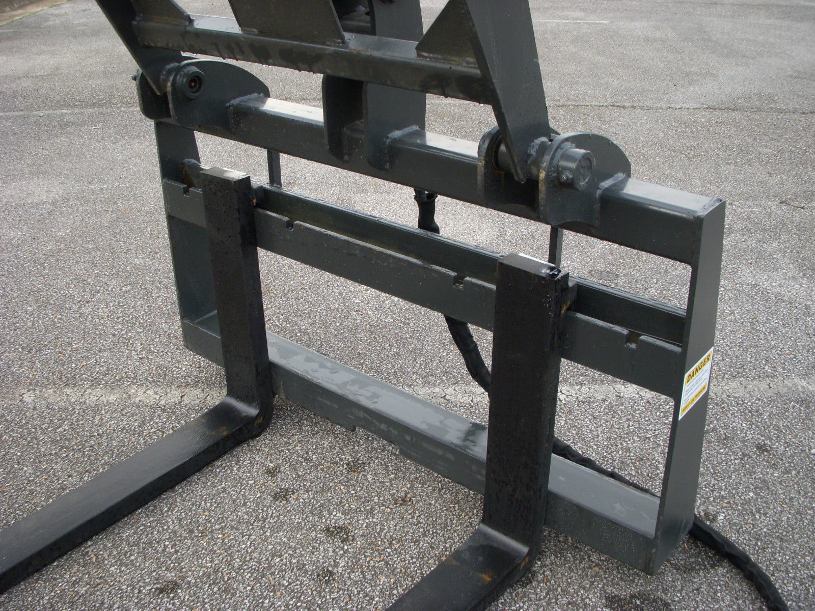 Hydraulic Pallet Fork Grapple With 48 Quot Pallet Forks Skid